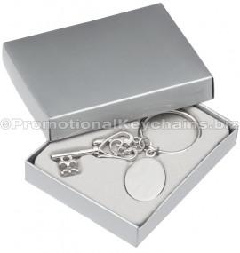 ElegantKey&MedallionEngravedMetalKeychainInGiftBox